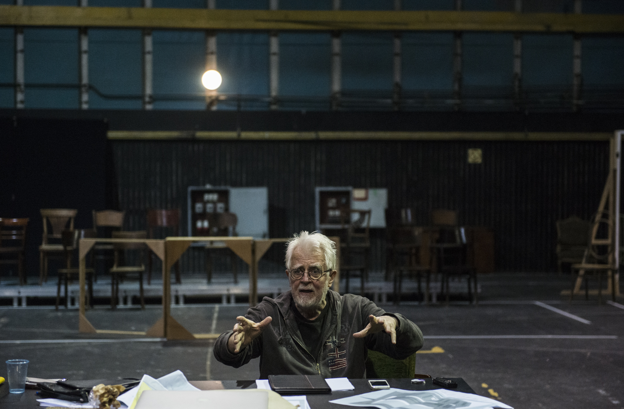 Krystian Lupa during rehearsals for the <i>Proces</i> [<i>The Trial</i>], 2017, photo: Magda Hueckel